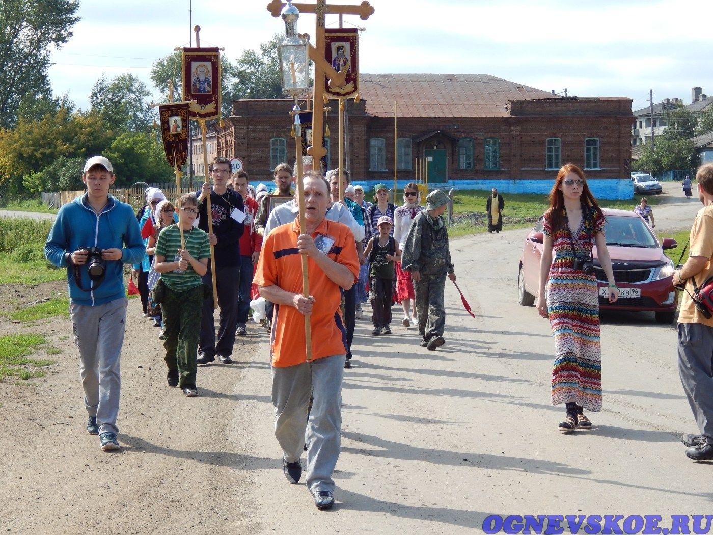 Участники пешего Крестного хода 4 августа 2014 года из села Огнёвское в село Багаряк (23.11.2014)